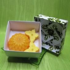 Dárková krabička - svíčky jiřina a motýlci žlutí