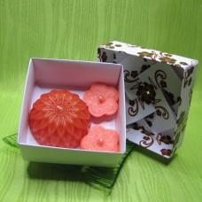 Dárková krabička - svíčky jiřina a kytičky oranžové