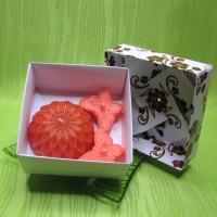 Dárková krabička - svíčky jiřina a motýlci oranžoví