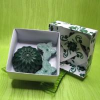 Dárková krabička - svíčky jiřina a motýlci zelení