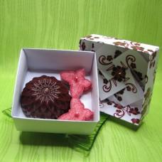 Dárková krabička - svíčky jiřina a motýlci červení