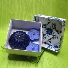 Dárková krabička - svíčky jiřina a kytičky modré