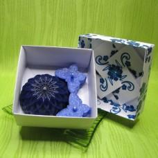 Dárková krabička - svíčky jiřina a motýlci modří